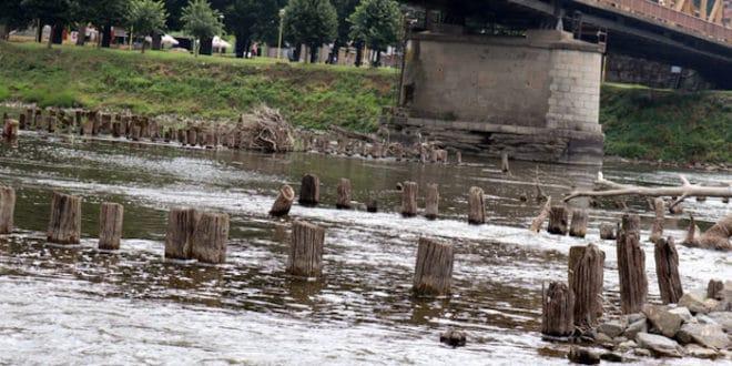Из Мораве се појавили остаци моста из времена турске окупације (фото)