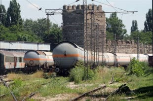 СКАНДАЛ: Цурео гас из цистерне на железничкој станици у Смедереву 1