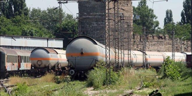 СКАНДАЛ: Цурео гас из цистерне на железничкој станици у Смедереву