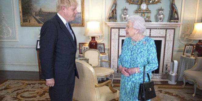 Краљица суспендовала парламент, Борис Џонсон изводи Британију без споразума са ЕУ