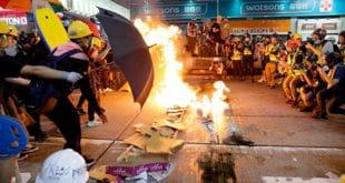 Пекинг демонстрантима у Хонгконгу: Ко се игра ватром, ватра ће га прогутати 11