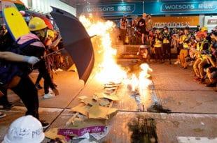 Пекинг демонстрантима у Хонгконгу: Ко се игра ватром, ватра ће га прогутати