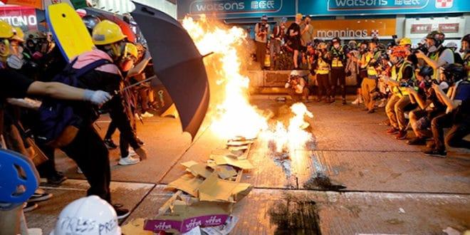 Пекинг демонстрантима у Хонгконгу: Ко се игра ватром, ватра ће га прогутати 1