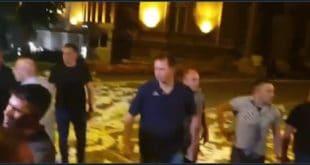 Погледајте како некада елитна јединица војске данас брани Вучићеву ограду од народа (видео) 12