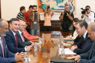 Мекалистер у разговору са Вучићем похвалио напредак у функционисању српског парламента?!?
