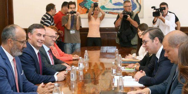 Мекалистер у разговору са Вучићем похвалио напредак у функционисању српског парламента?!? 1