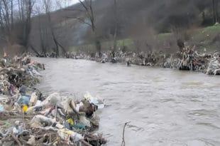 Отрови плове српским рекама