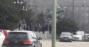 Паника испред Народне скупштине: На степеницама пронађен ранац