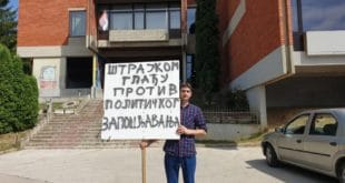 Учитељ из Ужица школску годину почео штрајком глађу