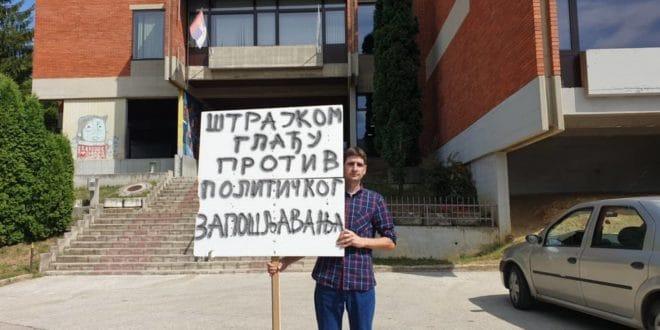 Учитељ из Ужица школску годину почео штрајком глађу 1