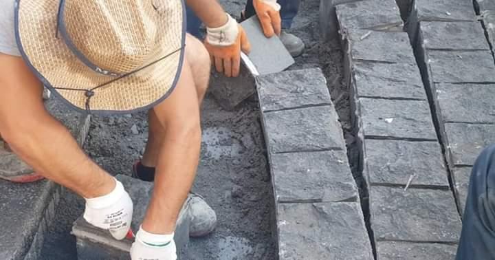 """Весићу, јел ти ово онај """"најбољи гранит"""" за бетонске коцке на Тргу Републике? (фото, видео) 4"""