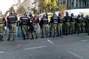 ВУЧИЋЕВ РАТ ПРОТИВ ПОРОДИЦЕ И ХРИШЋАНА: Организатора породичне шетње ухапсило 30 полицајаца и то ноћу!