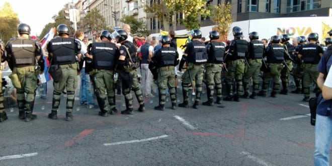 Православни Срби протестују против одржавања геј параде у центру Београда 1