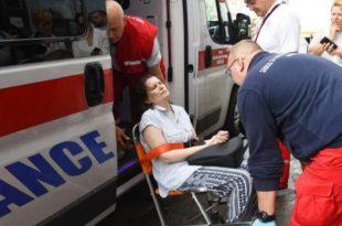 Полиција сломила жени руку приликом принудног исељења, везану је одвезли у хитну (фото) 7