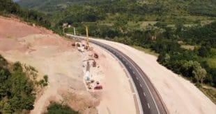НОВИ ПРОБЛЕМ НА КОРИДОРУ 10: Клизиште угрозило потпорни зид тунела Банцарево (видео) 4