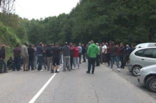 Радманово - протест и блокада пута због изградње минихе (видео)