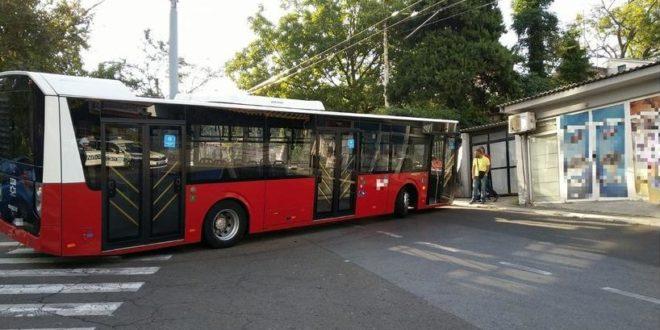 ВЕСИЋЕВИ АУТОБУСИ: Нови удес турског аутобуса, закуцао се у стуб, опет исти квар! 1