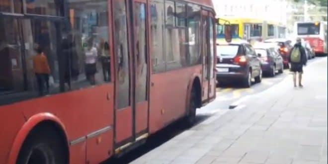 БРАВО ВЕСИЋУ, АЛ СИ ГА ОПРАВИО! Погледајте комплетан колапс саобраћаја у центру Београда (видео) 1