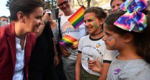 ЛГБТ активисти давали 500 евра за довођење деце на параду?! Породични пакет се више плаћа… 9