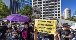 Мали улични рат: У Хонгконгу се пуцало и гуменим и правим мецима (видео) 11