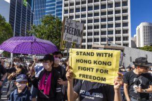Мали улични рат: У Хонгконгу се пуцало и гуменим и правим мецима (видео) 1