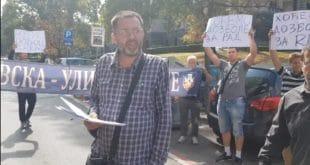 Напредна банда не дозвољава продају половних уџбеника у Косовској, продавци блокирали улицу (видео) 3
