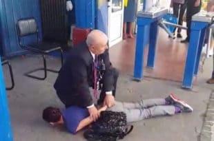 Крагујевац: Због перонске карте омлатио жену о бетон и забио јој колено у леђа (видео)