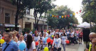 Парада беба и трудиница у Шабцу далеко масовнија од геј параде! (видео)