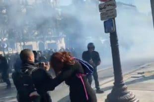 """Париз: Полиција пендрецима и сузавцем на """"жуте прслуке"""" (видео) 1"""
