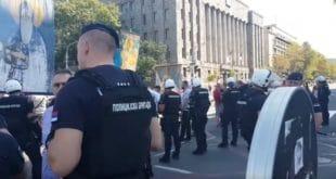 Полиција у центру Београда противзаконито блокирала Православну литију 7