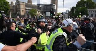 Нереди у Лондону: Десничари напали противнике Брегзита и полицију (видео) 5