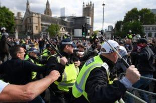 Нереди у Лондону: Десничари напали противнике Брегзита и полицију (видео)