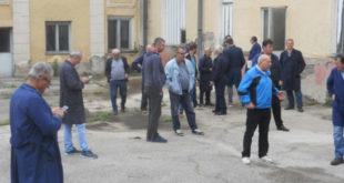 ПРОПАО ПОКУШАЈ ПРЕУЗИМАЊА ФАБРИКЕ У ЧАЧКУ: Радници спречили извршитеља