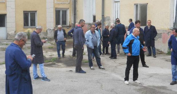 ПРОПАО ПОКУШАЈ ПРЕУЗИМАЊА ФАБРИКЕ У ЧАЧКУ: Радници спречили извршитеља 1