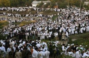 Преко 30.000 ходочасника Јевреја-хасида стигло у градић Умањ у Украјини