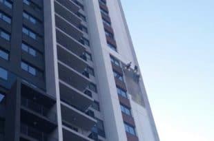 Отпада фасада на згради у БГ на води (фото)
