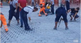 Београд: Александре Вучићу ко је опљачкао 10 милиона € !!! (видео) 13