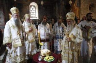 ВЛАДИKЕ ТРАЖЕ ВАНРЕДНИ САБОР Епископи СПЦ против доделе ордена Вучићу 10
