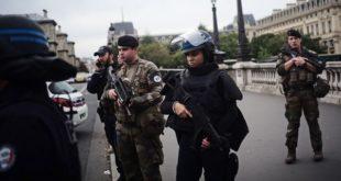 У Паризу убијена четворица полицајаца, ликвидиран нападач (видео) 4