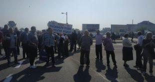 Бивши радници ПKБ-а блокирали Зрењанински пут, траже исплату акција за које су ускраћени 6