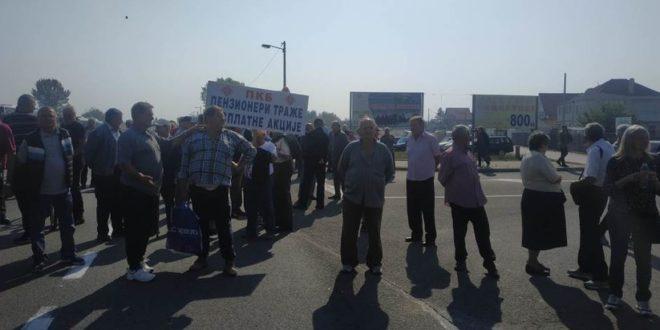 Бивши радници ПKБ-а блокирали Зрењанински пут, траже исплату акција за које су ускраћени