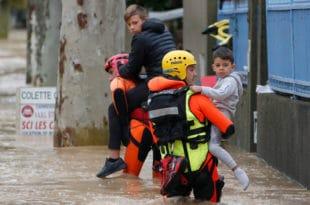 Олује и поплаве на југу Француске, три особе настрадале (видео)