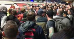 Климаћани најебали у Лондону, блокирали јутарњи воз и попушили личновање (видео)