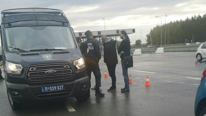 ШИПТАРСКА ОКУПАЦИЈА СРБИЈЕ! Полиција привела омладинце ДСС-а због плаката Едија Раме?! (фото) 2