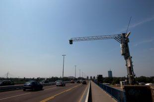 На аутопуту Београд-Ниш постављено 56 камера на 14 портала у оба смера, које ће снимати возила и мерити просечну брзину 9