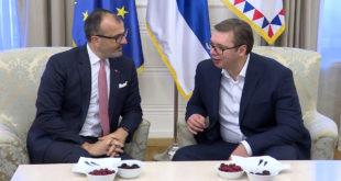 ЕУ комесари не одустају од подршке Вучићу и његовом велеиздајничком и лоповском режиму! 12