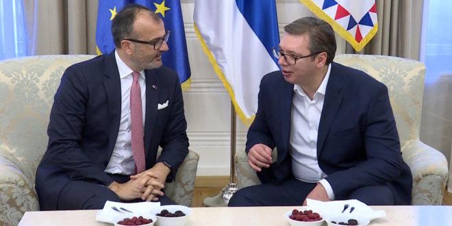 ЕУ комесари не одустају од подршке Вучићу и његовом велеиздајничком и лоповском режиму! 1