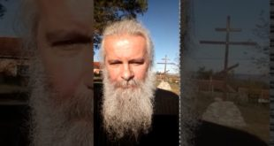 Патријарх Иринеј одликовао колегу Александра Вучића (видео) 12