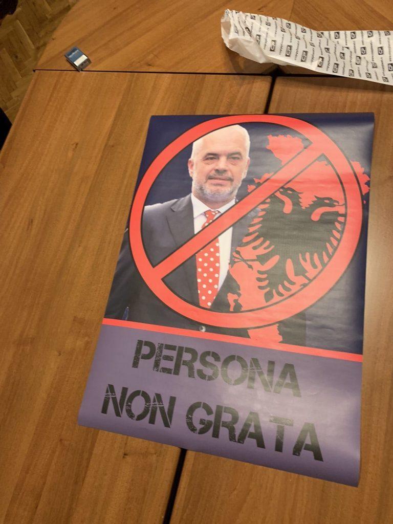 ШИПТАРСКА ОКУПАЦИЈА СРБИЈЕ! Полиција привела омладинце ДСС-а због плаката Едија Раме?! (фото) 3