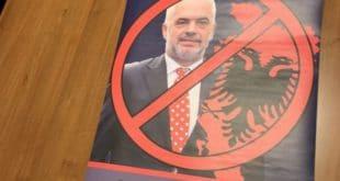 ШИПТАРСКА ОКУПАЦИЈА СРБИЈЕ! Полиција привела омладинце ДСС-а због плаката Едија Раме?! (фото) 4